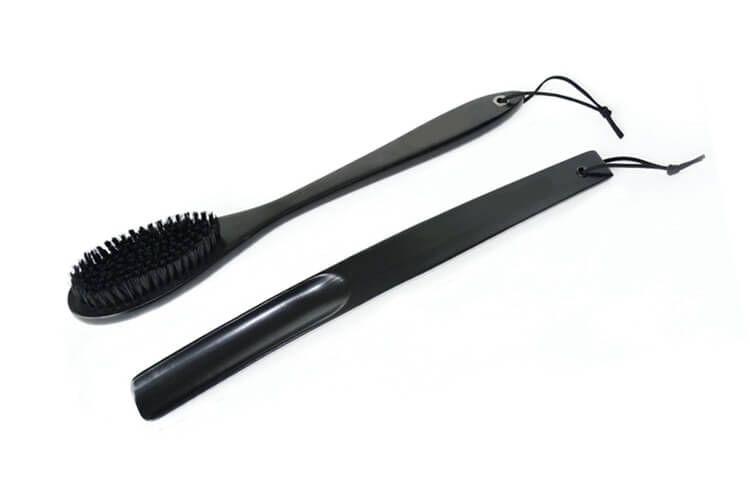Long Shoe Horn and Cloth Brush in Black